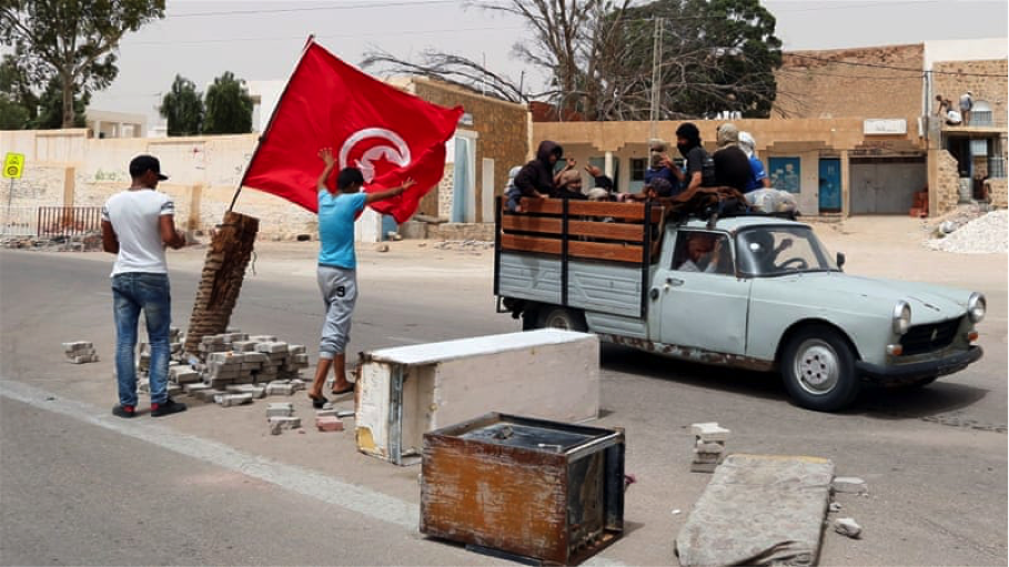Tunisian forces clash with protestors